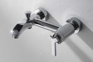 Смеситель Bravat Waterfall F673107C-01 для ванны