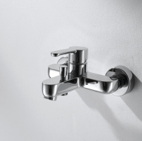 Смеситель для ванны и душа короткий излив Bravat Stream F63783C-01A